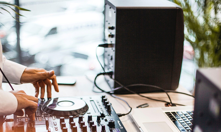 Top Best DJ Speakers In 2021 | Blast Your Music To The Fullest