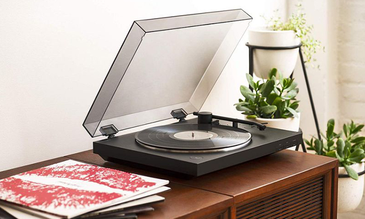 Top 10 Best Record Players In 2020 | Staying Vintage