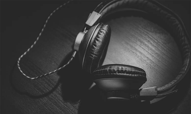 Noise-Canceling Headphones for Sleeping