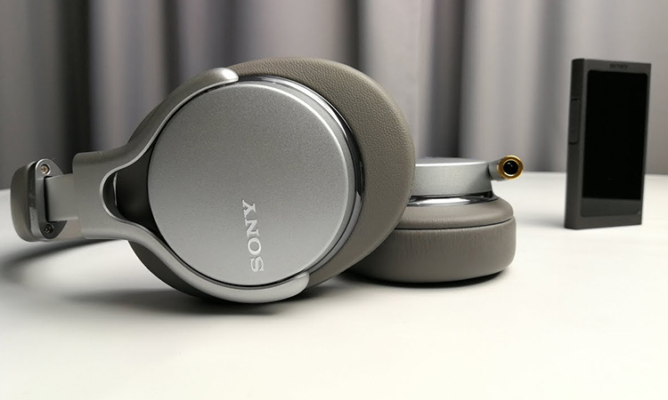 Sony MDR-1AM2   Every Music Lovers' Favorite