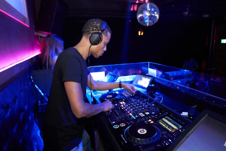Top 10 Best DJ Sets For Beginners In 2020